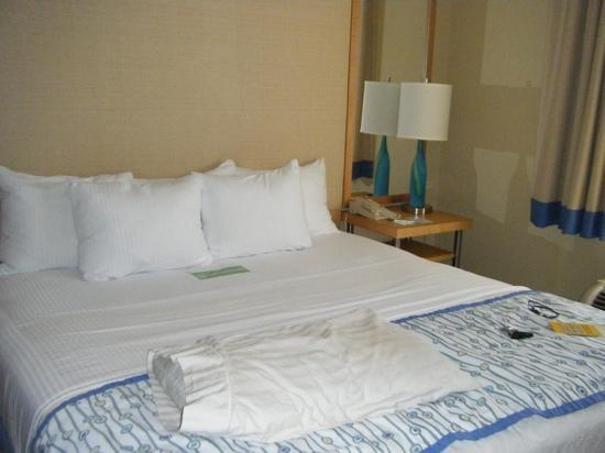 La Quinta Inn & Suites Sarasota: the bed was very comfortable and clean!