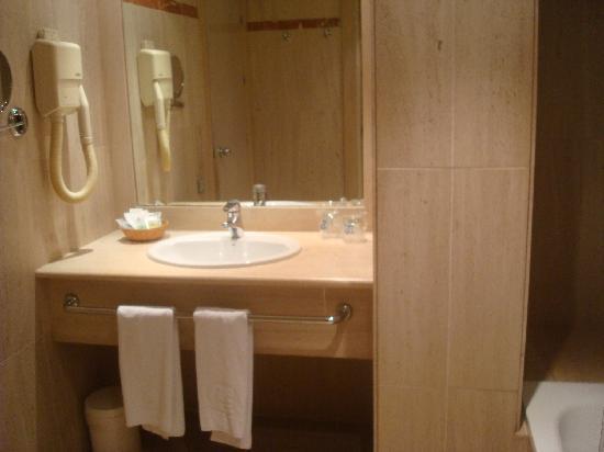 Hotel Palacio del Mar: lavabo y bañera