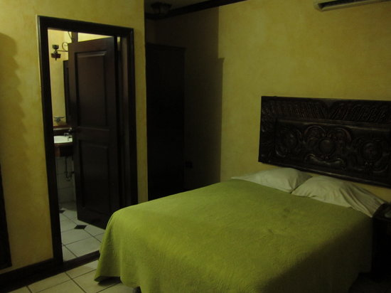Aparthotel Plaza y Colonial: Room