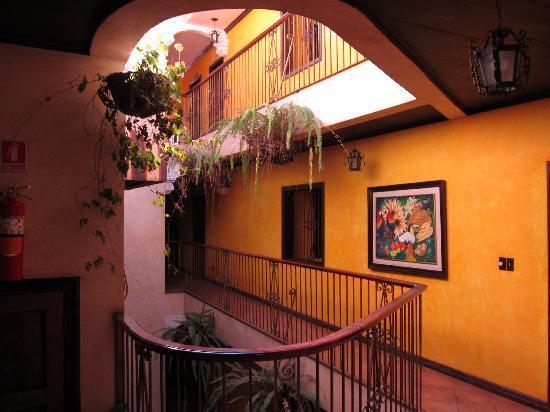 Aparthotel Plaza y Colonial: Hallway
