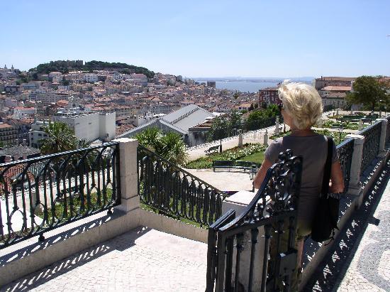 Bairro Alto: Aussichtspunkt Alcantara