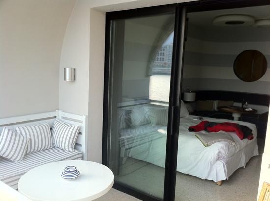 Monte Carlo Beach Hotel : Blick vom Balkon ins Zimmer
