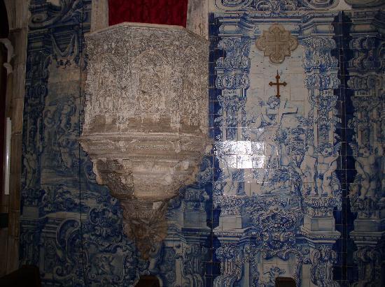 Coimbra, Portugal: Azulejo - Schmick der Kirche