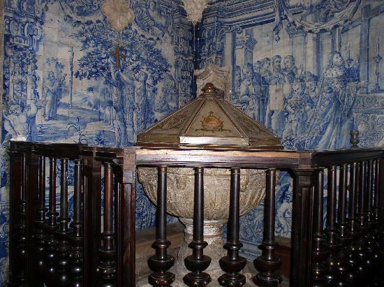Coimbra, Portugal: Im Inneren der Kirche