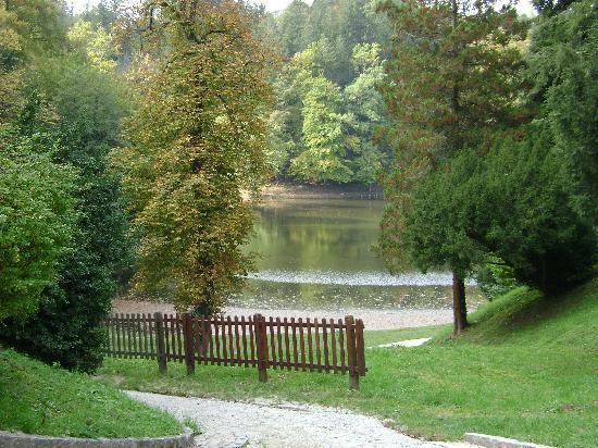 Trakoscan Castle (Dvor Trakoscan): A view at the lake behind the castle