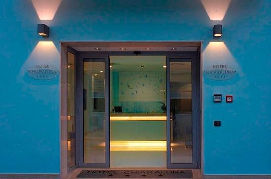 Hotel Chiaraluna: Ingresso
