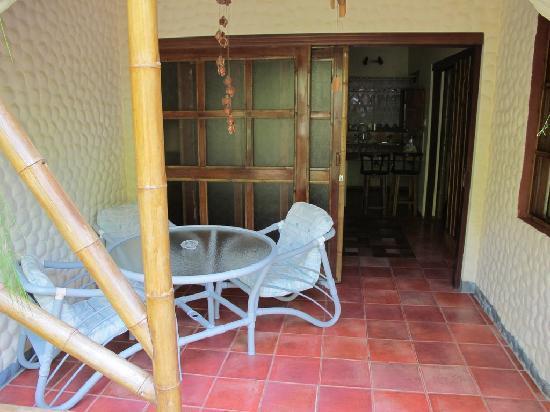 Canciones del Mar Boutique Hotel: Room entrance/garden table
