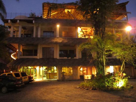 Canciones del Mar Boutique Hotel: Canciones del Mar by night
