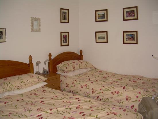 Arkland Holiday Accommodation: The triple bedroom