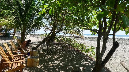 Villas Hermosas: beach behind resort