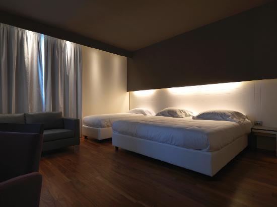 Hotel Mariet: Double queen room