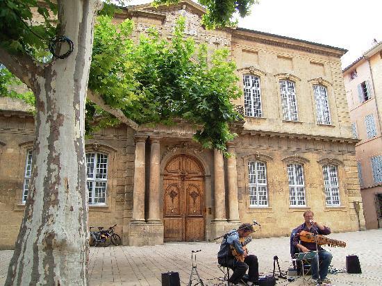Aix-en-Provence, Frankrijk: 広場でのミュージシャン。
