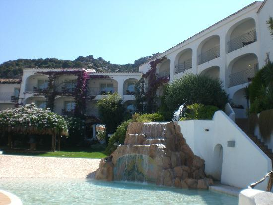 Grand Hotel Poltu Quatu : piscina