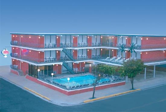 AA Heart of Wildwood Motels: Heart of Wildwood building 2, across from building 1.