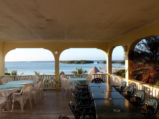 Turquoise Bay Dive & Beach Resort : La terrasse