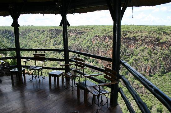 Gorges and Little Gorges Lodge: Bar area overlooking the gorge