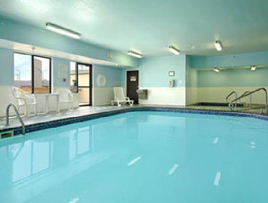 New Victorian Inn & Suites Sioux City: Pool