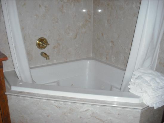 Adobe Nido Bed & Breakfast: Wonderful Tub(was put to good use)