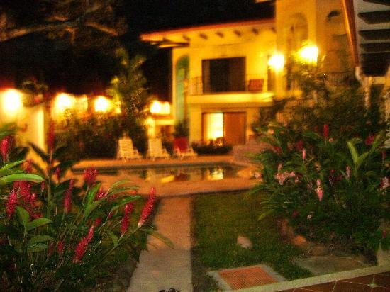 Playa Grande Park Hotel: Night lights
