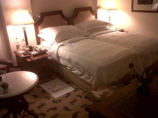 The Oberoi, New Delhi: View of Bedroom