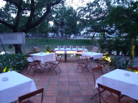 Fresh Chilli Si-Dang: Riverside Dining Area