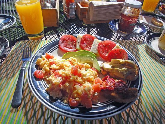 Refugio Romano: Lucio's gorgeous Mexican-Italian breakfast plate.