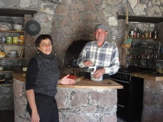 Refugio Romano: Mayra and Lucio in the kitchen.
