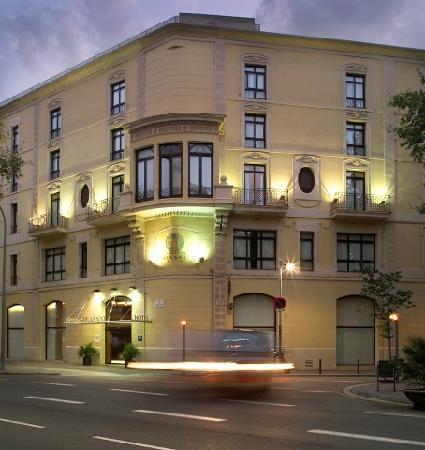 Hotel Garbi Millenni: Fachada-Millenni Hotel