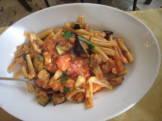 Cinisi, Ιταλία: Pasta con melanzane e pesce spada