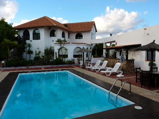La Concha Apartments: Swimming pool
