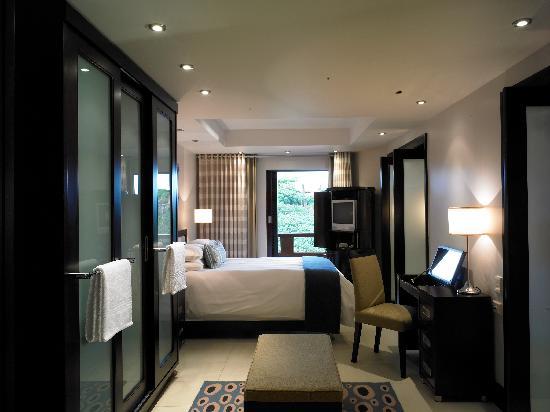 San Lameer Resort Hotel & Spa: Classic king bedroom at the 4-star Peermont Mondazur at San Lameer, KwaZulu-Natal
