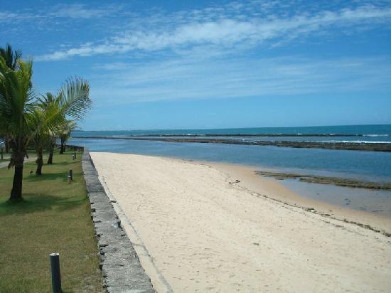 Arraial D'Ajuda Eco Resort: Praia em frente ao hotel