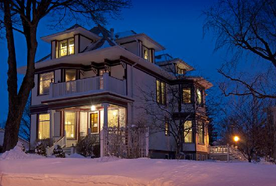 Port Washington Inn: Enjoy a cozy getaway in winter
