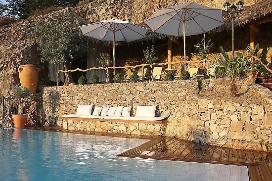 Auberge du Lac : Vue de la piscine