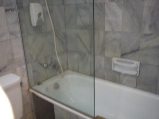Comfort Hotel & Resort Tanjung Pinang: big bathtub