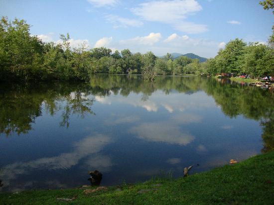 Asheville East KOA : Lake site