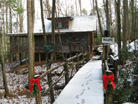 Cabin Fever: Ma and Pas  Cabin at Christmas