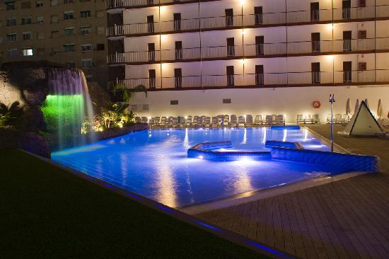 Hotel Papi: Piscina