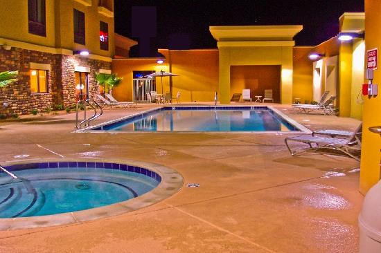 Comfort Suites: Pool Area