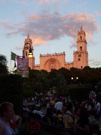 Las Arecas: Plaza Principal--Merida