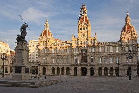 La Coruña, Spagna: El Ayuntamiento en la Plaza de Maria Pita