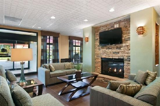 Homewood Suites by Hilton Slidell: Fire Place Lobby
