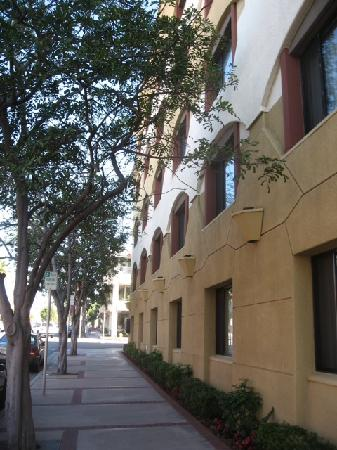 Empress Hotel of La Jolla: The hotel is in the quiet La Jolla village enclave