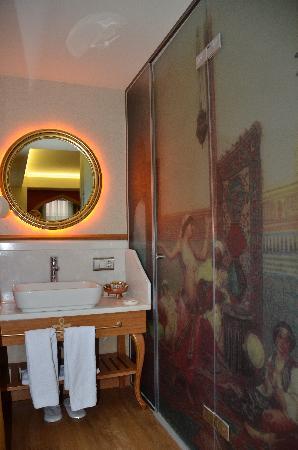 Hotel Sultania: Baño