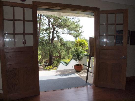 AIM Igorot Lodge: Doorway