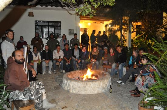 Rossco Backpackers Hostel: camp fire