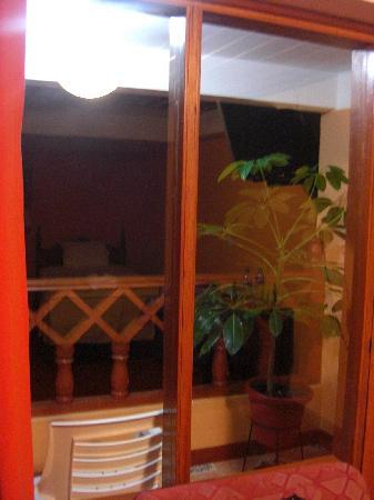 Hostal El Santuario: 部屋にベランダがついている。乾季ならいい景色があるかも