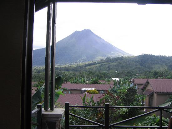 Arenal Springs Resort and Spa: You pay for the gardens and view of volcano. Rooms are decent; clean, spacious with basic amenit