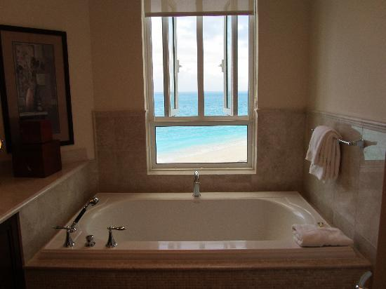 Seven Stars Resort & Spa: massive tub with GORGEOUS view (oceanfront)