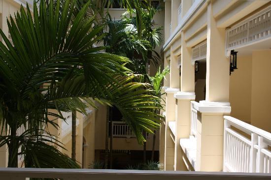 Sofitel Krabi Phokeethra Golf & Spa Resort: Hotel corridor